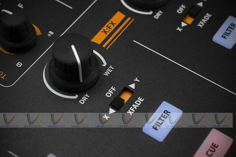 Núm xoay được cố định với mặt giao diện, giúp tùy chỉnh tín hiệu âm thanh