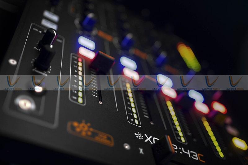 Đèn tín hiệu thông báo trạng thái hoạt động của chiếc mixer