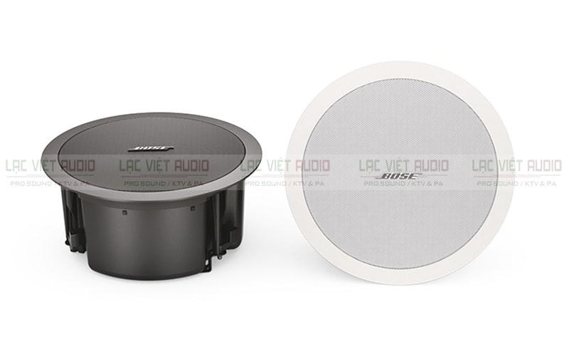 Loa âm trần Bose DS 100F có hai gam màu đen và trắng