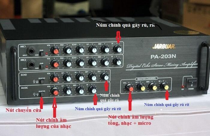 Các núm điều chỉnh trên amply giúp người dùng dễ dàng sử dụng
