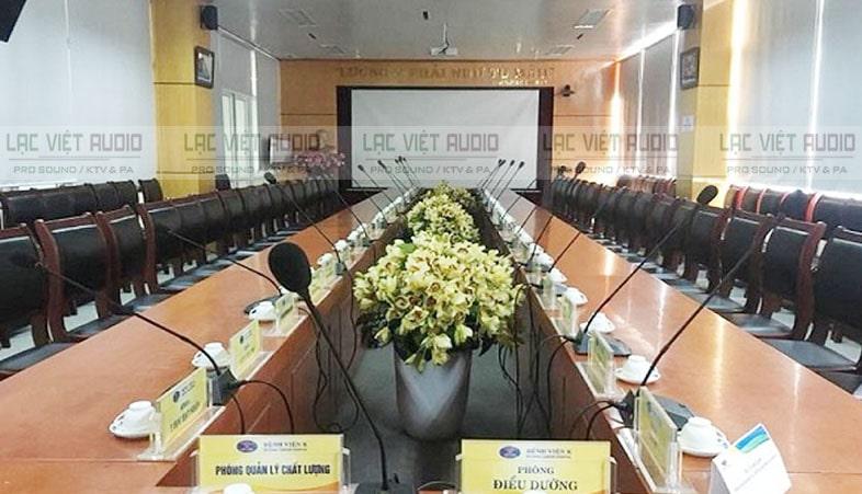 Trong các phòng họp người ta thường lắp cố định mx418d/c để sử dụng lâu dài