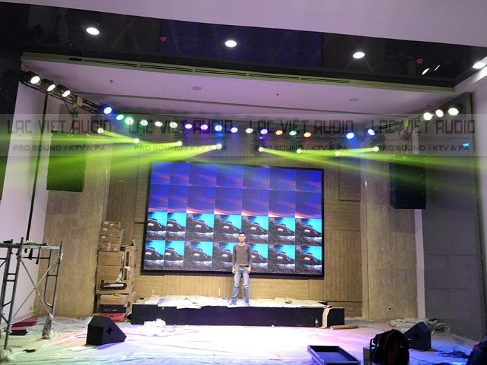 Hệ thống ánh sáng cũng được Lạc Việt audio lắp đặt chuyên nghiệp