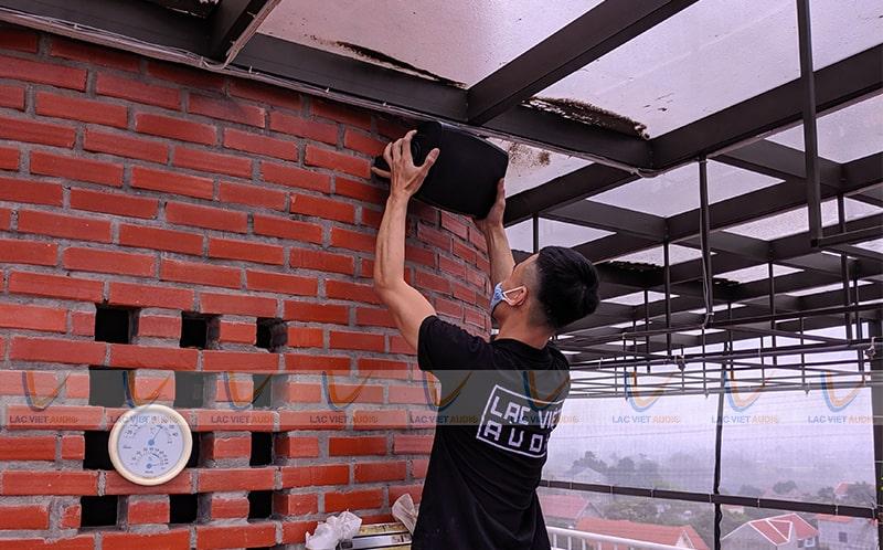 Lắp đặt âm thanh cafe có không gian vừa trong nhà và ngoài trời của Lạc Việt Audio