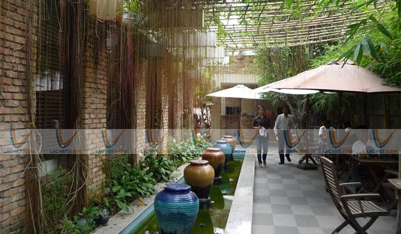 Loa treo tường cho quán cafe rất thuận tiện và có thể dùng ở nhiều điều kiện