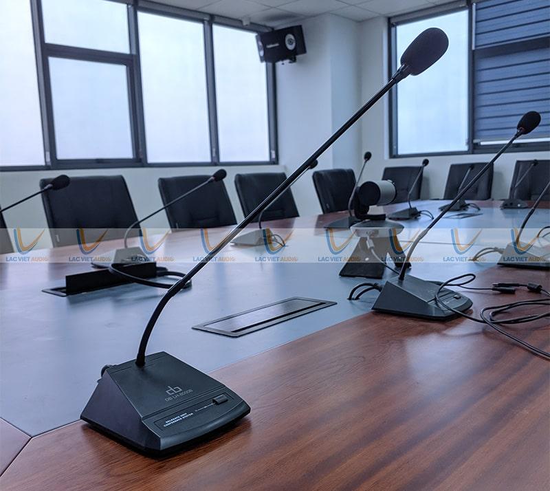 Micro cổ cò được sử dụng tại phòng hợp hay bục phát biểu, phòng an ninh