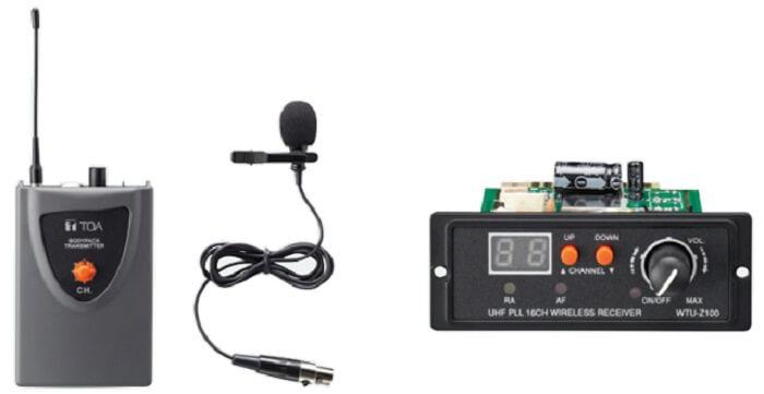 Micro trường học thường gồm 2 loại: micro có đeo tai cài áo và micro không dây