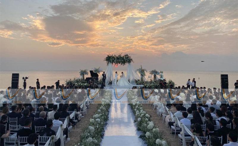 Không gian rộng thì cần thuê loa đài đám cưới khác với không gian hẹp