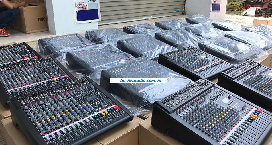 Tại kho của Lạc Việt audio luôn sẵn hàng bàn Dynacord CMS 1000 cho khách hàng