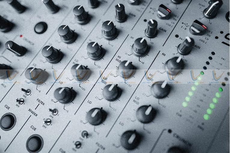 Allen Heath Xone 96 sở hữu 4 kênh âm thanh nổi chính