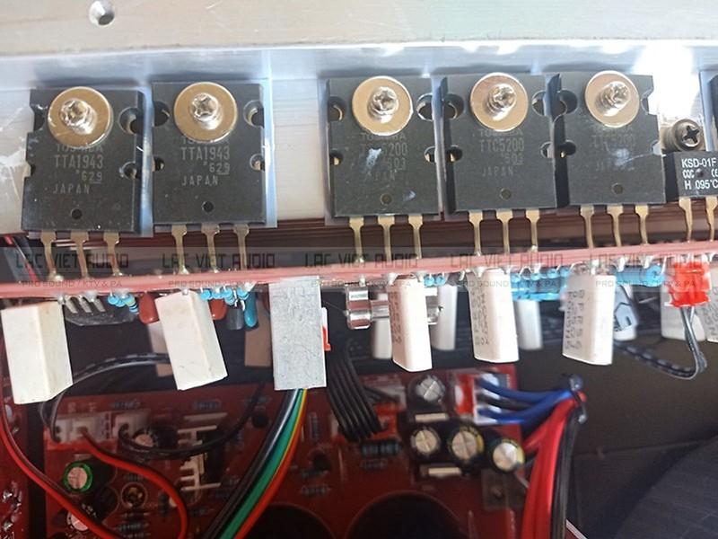 Cục đẩy Yamaha XP 7000s sử dụng 32 sò chất lượng cao, giá cực rẻ