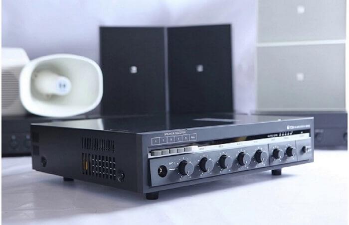 Chọn amply loa âm trần dựa trên những thương hiệu sản xuất thiết bị âm thanh tên tuổi