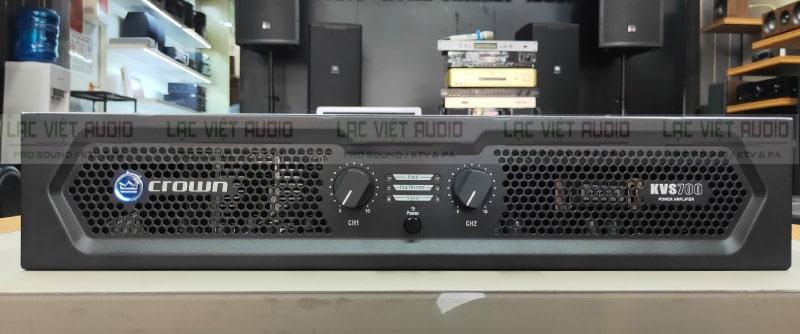 Hệ thống các nút chiết áp, núm chỉnh, lưới tản nhiệt được bố trí hợp lý