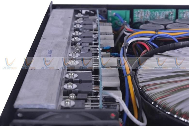 Các dây, mạch điện được buộc gọn gàng