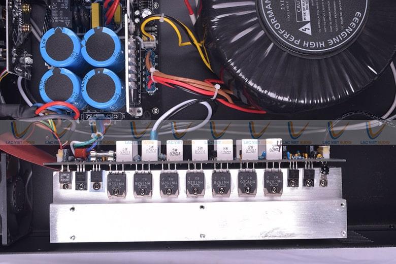 Thiết kế nổi bật và khuếch đại âm thanh đỉnh cao vì thế nên cục đẩy V-2800 được ứng dụng nhiều
