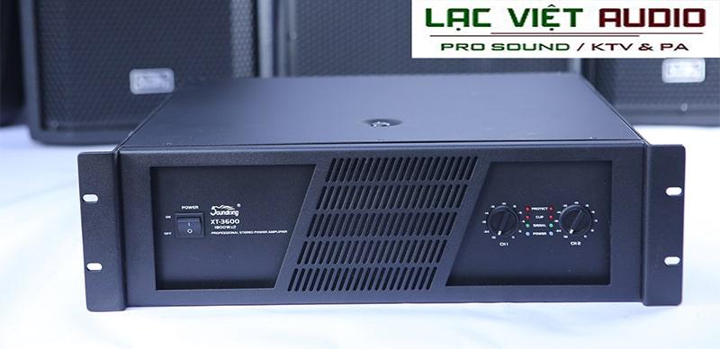 Vỏ ngoài của cục đẩy Soundking XT3600 được phủ lớp sơn màu đen hiện đại, sang trọng