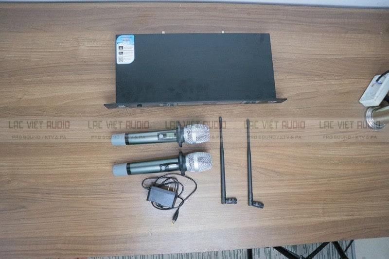 Mở hộp sản phẩm micro King EW-100