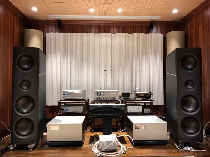 Hệ thống âm thanh Stereo hoàn chỉnh