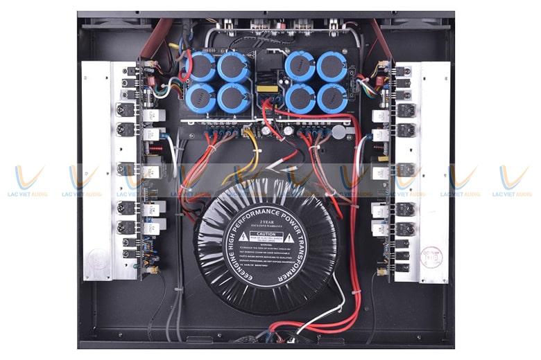Bo mạch và linh kiện phía bên trong của cục đẩy HAS V-2500