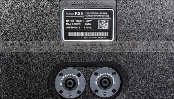 Cổng kết nối mặt sau giúp kết nối thuận tiện với các thiết bị âm thanh khác