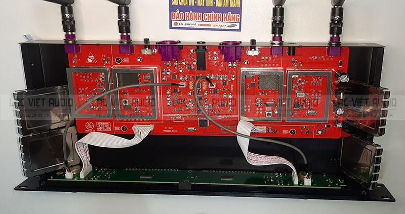Mạch đầu thu UGX 23 sử dụng main đỏ vô cùng chất lượng