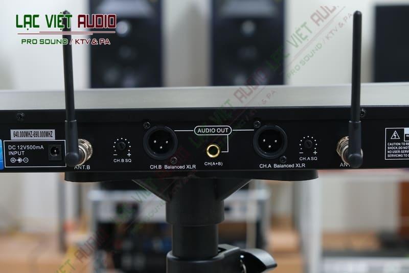 Thiết kế đầu thu micro King EW300 tinh tế và chính xác từng thông số, đảm bảo an toàn kết nối và sử dụng