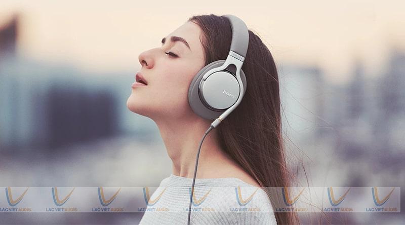Tai loa ở ý nghĩa thứ nhất là tai nghe bình thường dùng để nghe nhạc