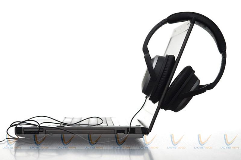 tai loa PC chính là tai nghe dùng cho máy tính, có rất nhiều mẫu mã và sử dụng với các kiểu âm thanh khác nhau