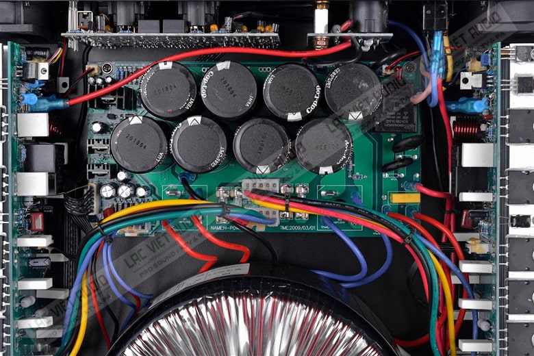 2800NX sở hữu sò công suất mang đến sức mạnh khuếch đại âm thanh đỉnh cao