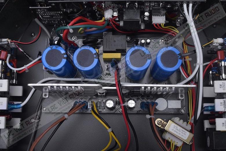Đẩy HAS VX2300 được trang bị sò công suất Sanken nổi tiếng của Nhật