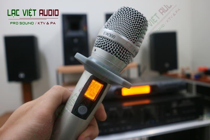 Tay cầm micro không dây King EW 300 hiện đại sang trọng