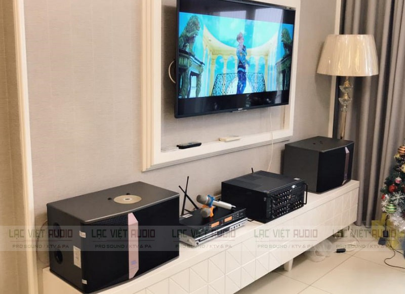 Thiết kế không gian phòng karaoke tại gia với micro APP K500