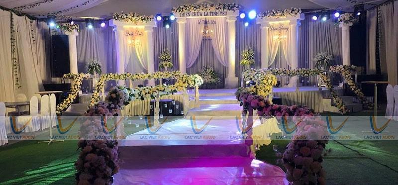 Thuê loa đài đám cưới là một việc vô cùng quen thuộc vối mỗi đình đám từ xưa tới nay