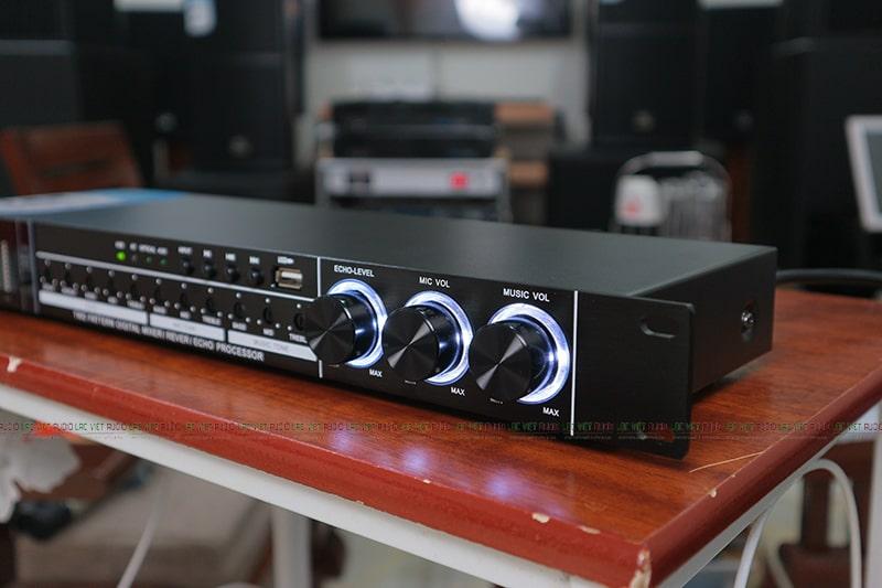 Tùy chỉnh tín hiệu âm thanh dễ dàng thông qua các núm Echo, Mic, Music