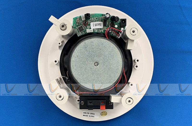 Loa âm trần có gắn bộ xử lý tín hiệu bluetooth và amply mini bên trong cho quán cafe